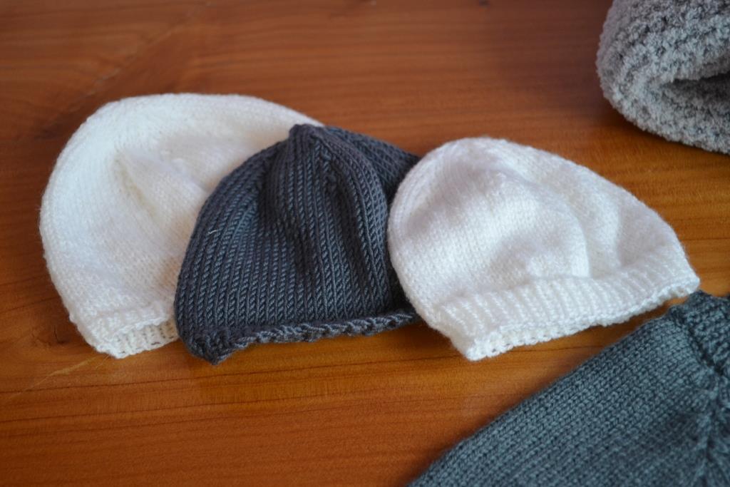 Modele pour tricoter un bonnet de naissance - Modele de bonnet a tricoter facile ...