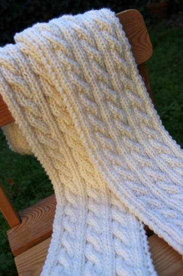 Palindrome : L'écharpe réversible à torsades  par knitspirit