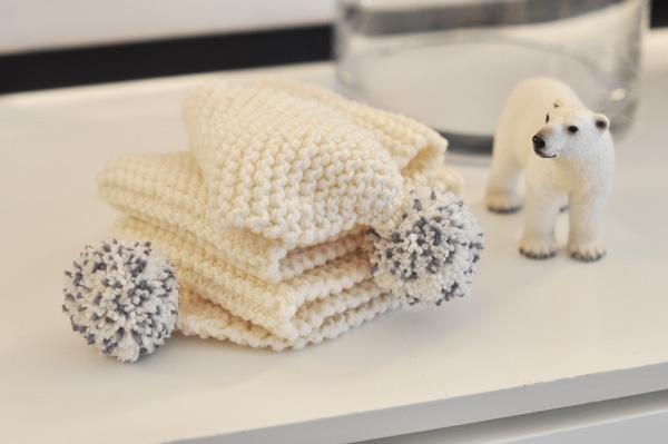 modèle tricot echarpe laine pompon