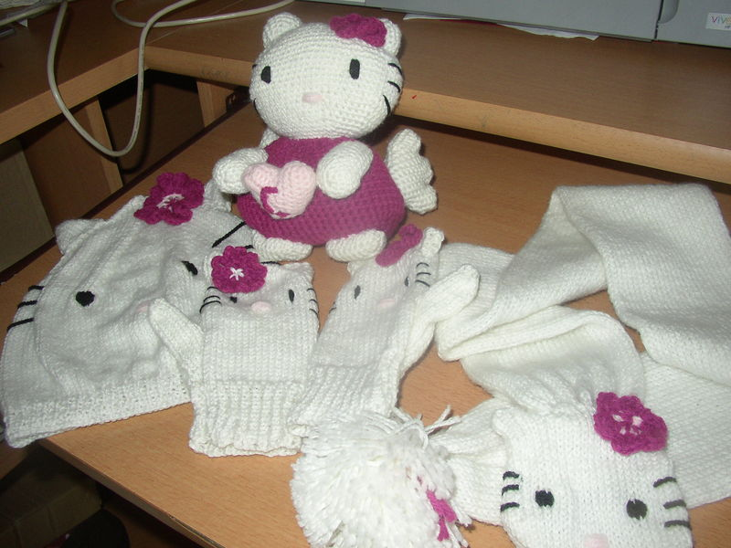 Mod le tricot peluche hello kitty - Modele hello kitty ...