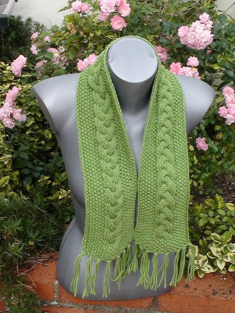 a8abe0504570 Explication modèle tricot echarpe a frange