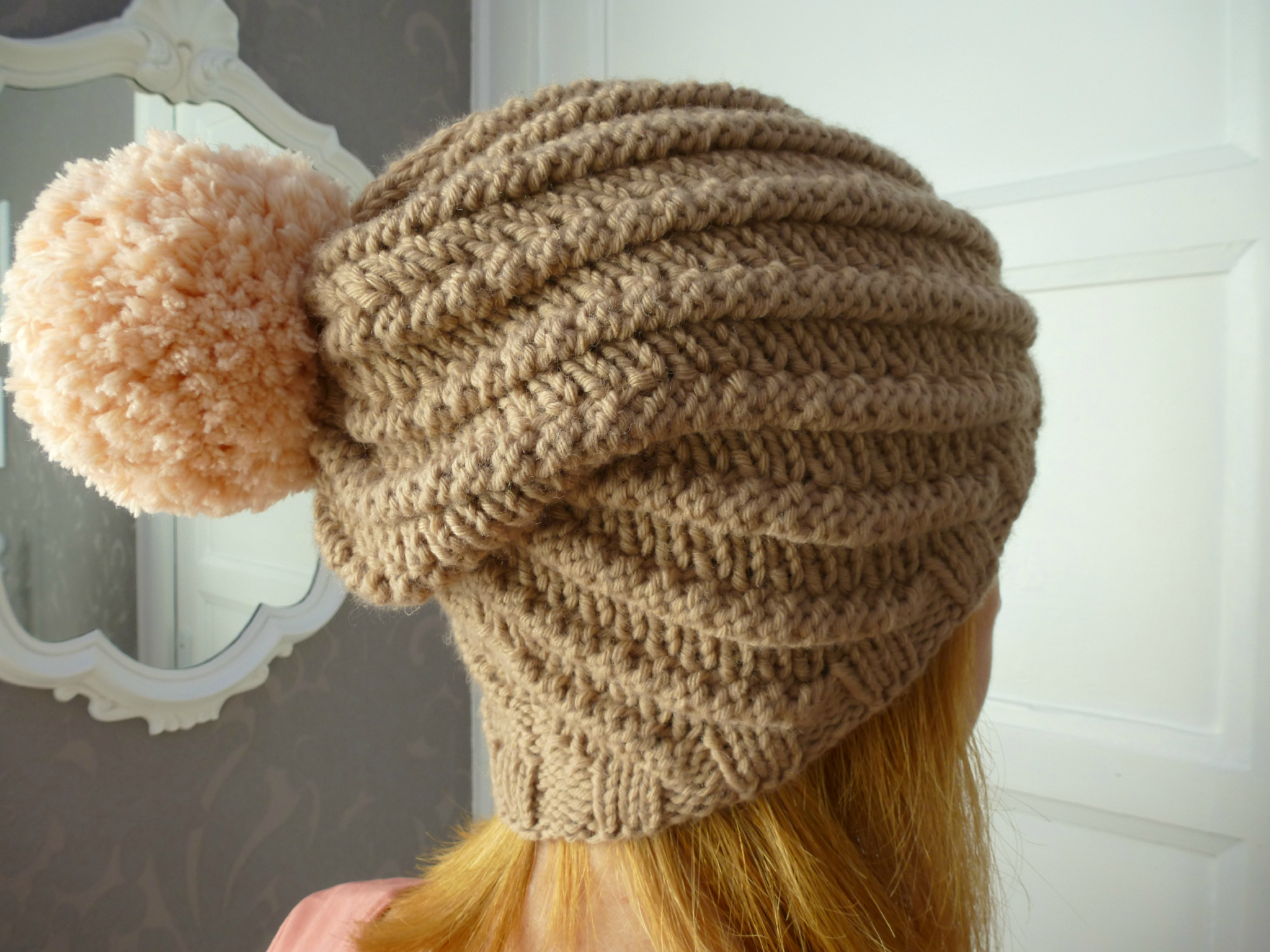 Comment tricoter un bonnet avec pompon - Comment tricoter avec des aiguilles circulaires ...