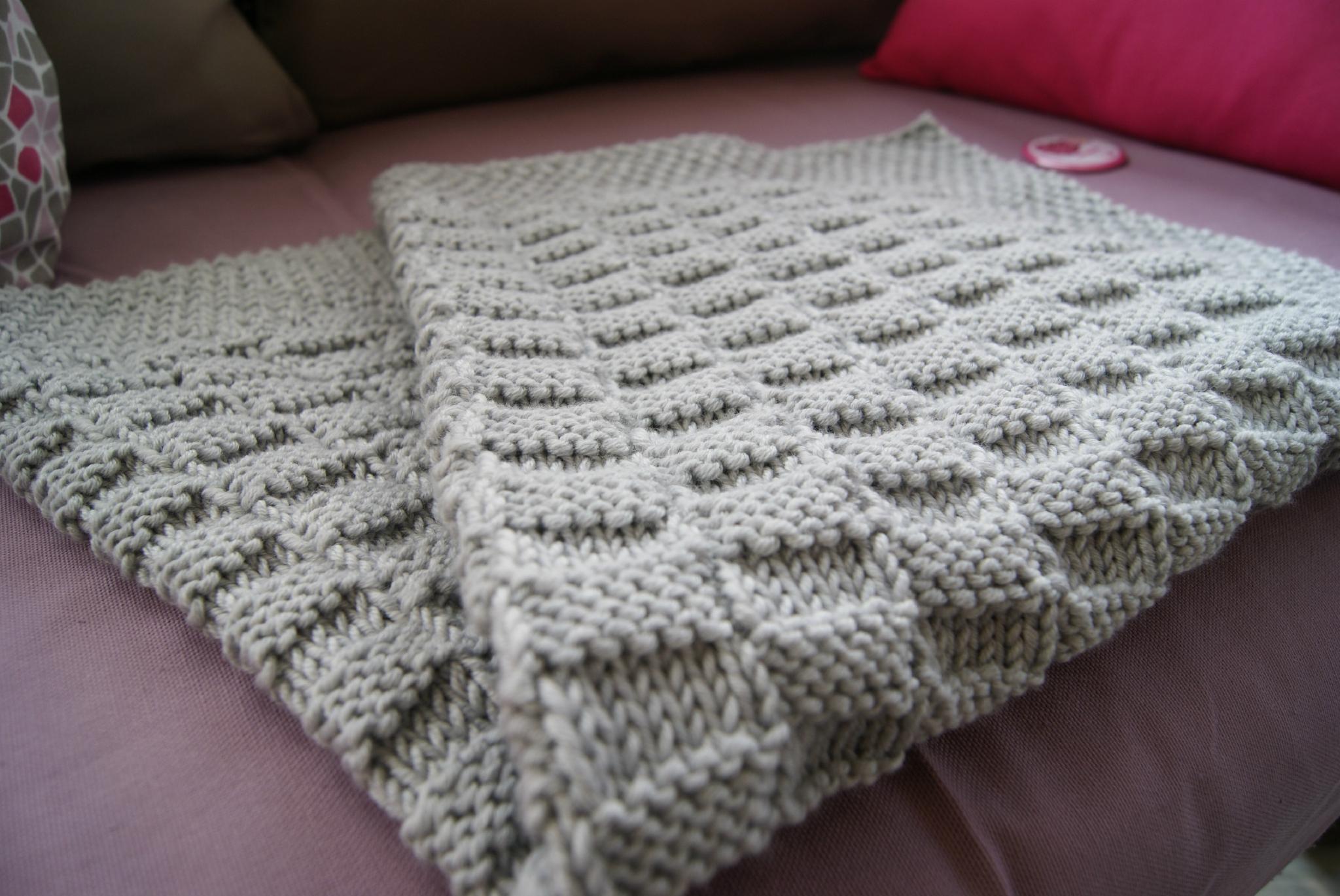 Tricoter une couverture pour bebe - Tricot avec les bras couverture ...