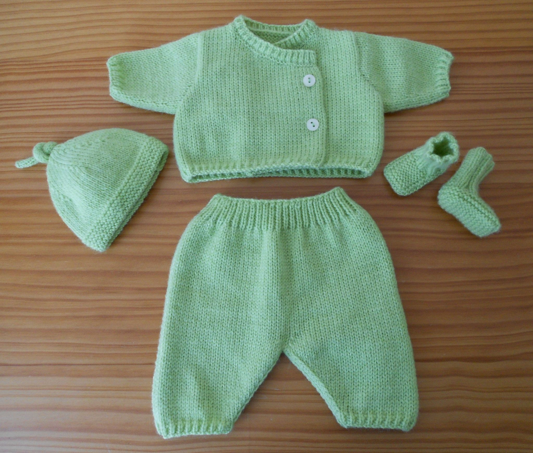 modèle tricot ensemble bébé