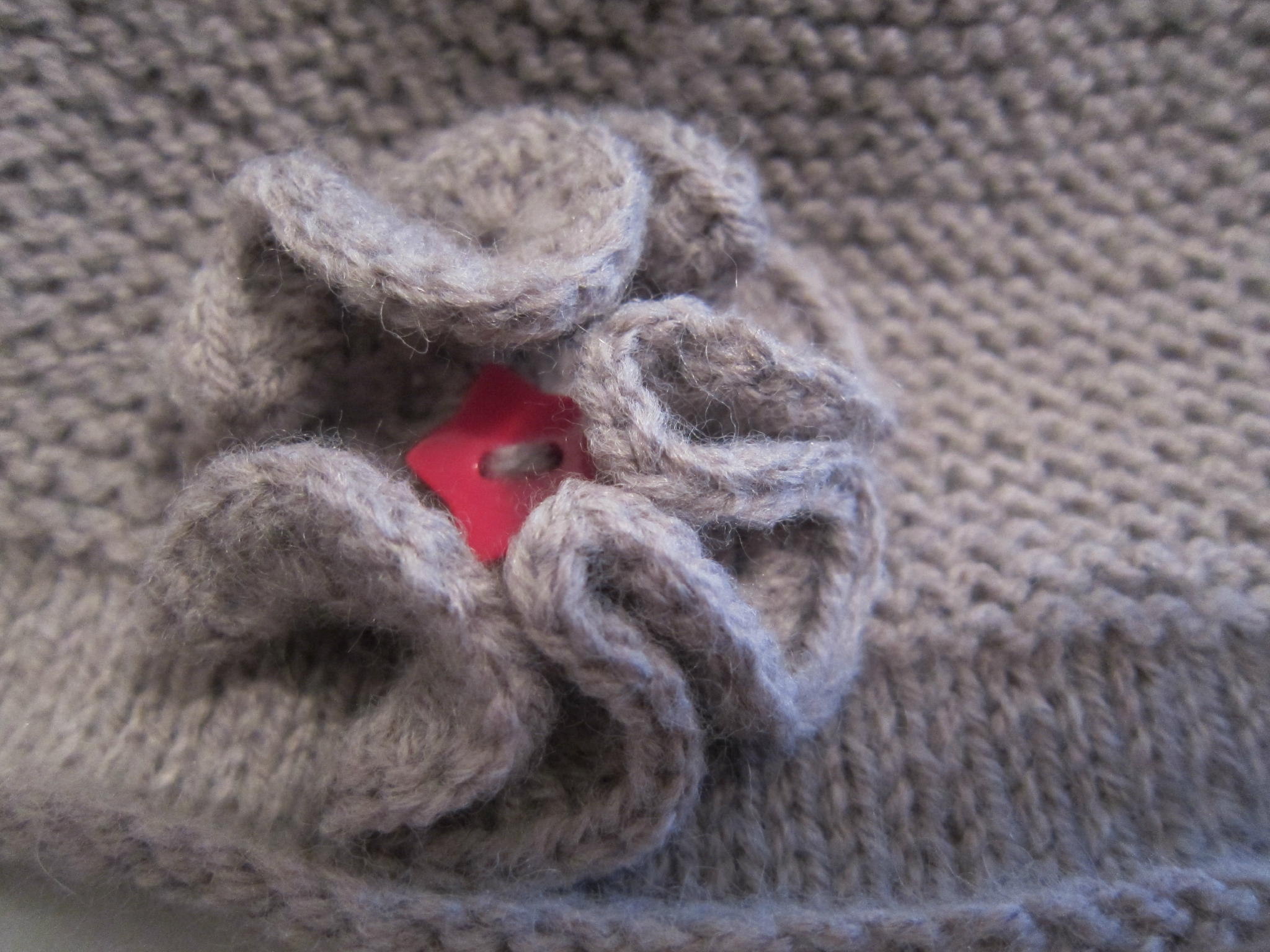 Comment tricoter une fleur aux aiguilles - Comment faire un bonnet en laine ...