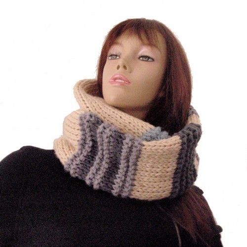 aper u patron tricoter une echarpe tube. Black Bedroom Furniture Sets. Home Design Ideas