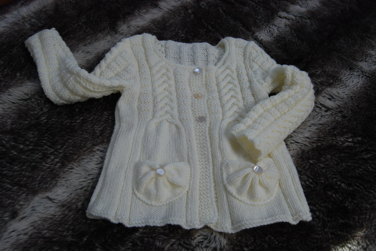modele tricot gilet fille 2 ans