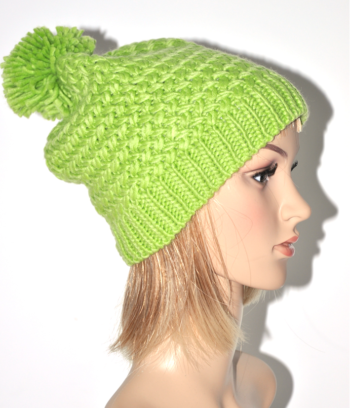modèle tricot bonnet femme pompon 5e7b273a8ef