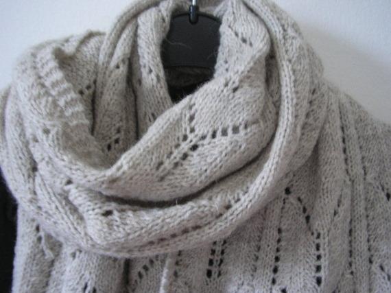 tricoter une grande echarpe. Black Bedroom Furniture Sets. Home Design Ideas