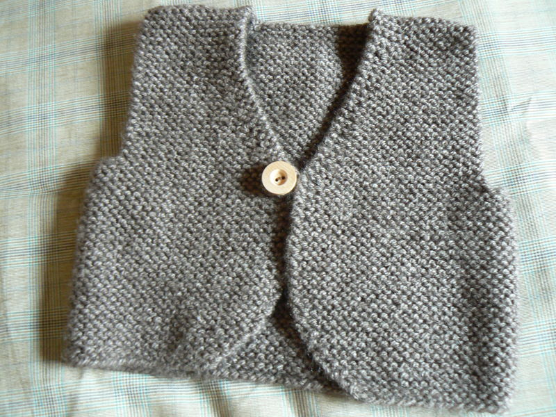 modèle tricot bébé gilet sans manche