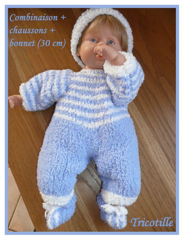 Avec les vacances, je m'amuse a tricoter des vetements pour le poupon de ma