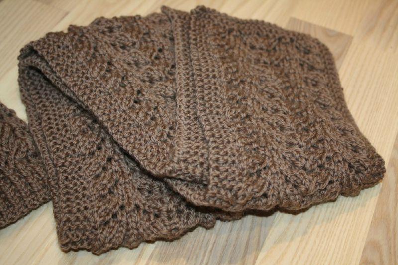 1fbe5b459574 cliché modèle echarpe tricot pour femme ...