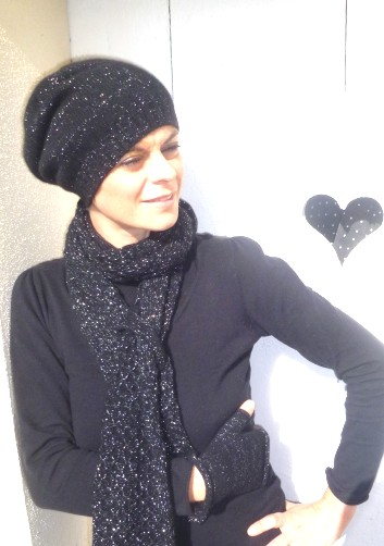 illustration mod le tricot echarpe bonnet femme. Black Bedroom Furniture Sets. Home Design Ideas