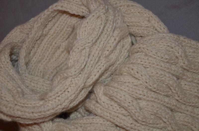 3a0111ee4883 illustration modèle tricot echarpe torsade