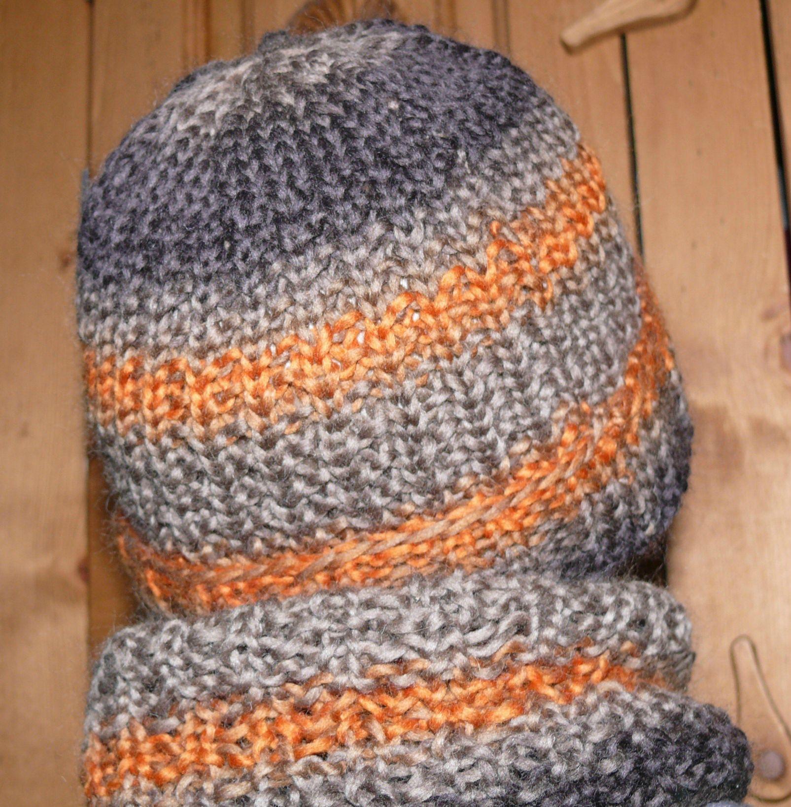 a299ad187764 modèle tricot bonnet fille 8 ans