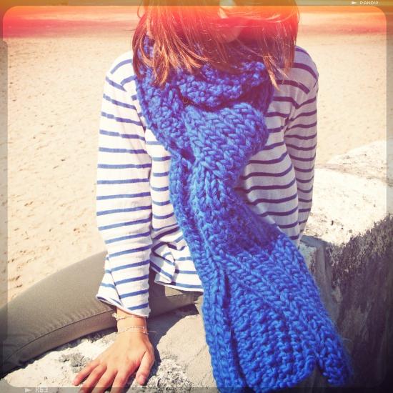 c9513dd2c018 illustration modèle tricot echarpe grosse laine