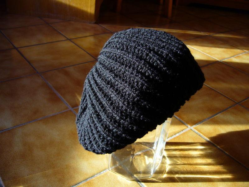 modèle tricot bonnet tombant