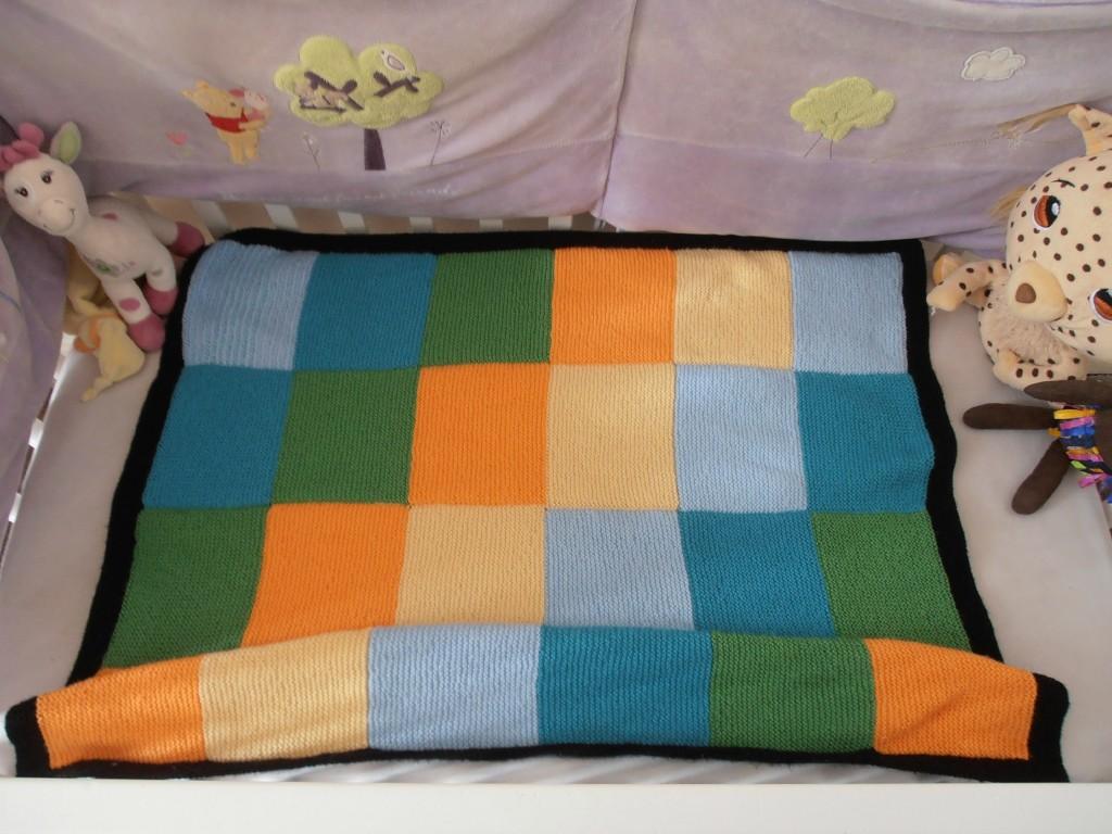 modèle tricot couverture lit bébé