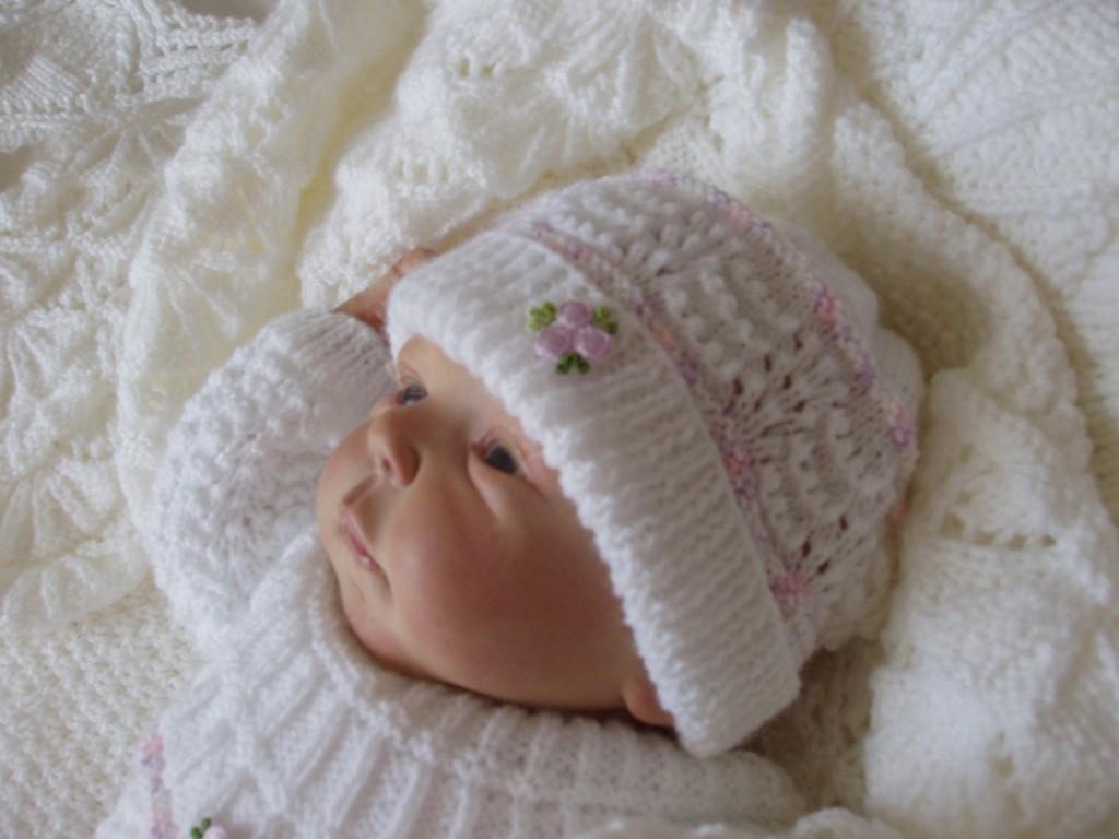 48283779eb7 aide modèle tricot bonnet naissance gratuit