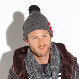 modele tricot bonnet pompon homme. Black Bedroom Furniture Sets. Home Design Ideas