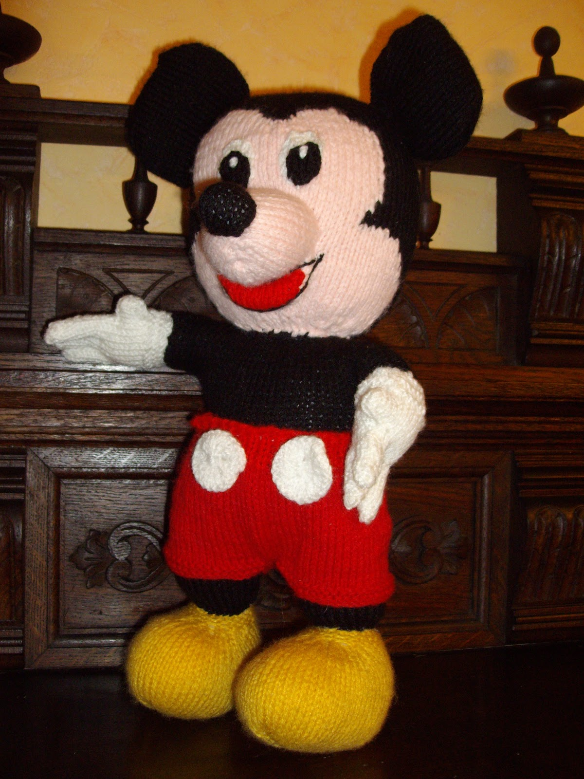 modele tricot doudou mickey
