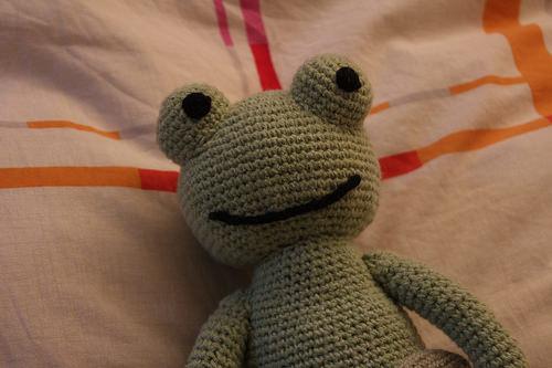 modèle doudou grenouille tricot