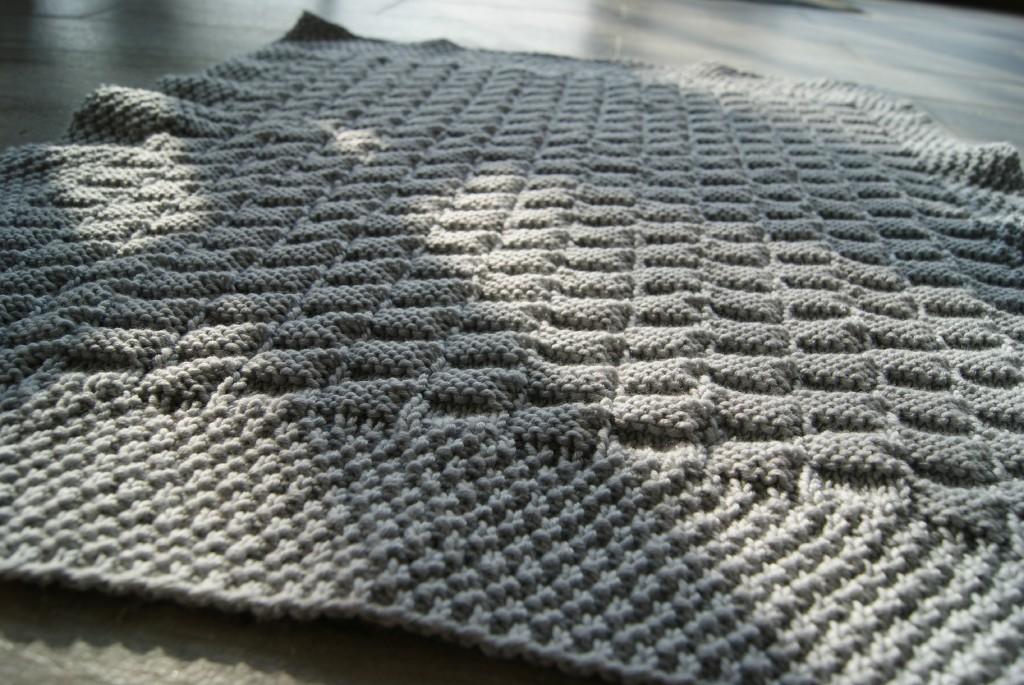modèle couverture en tricot pour bébé