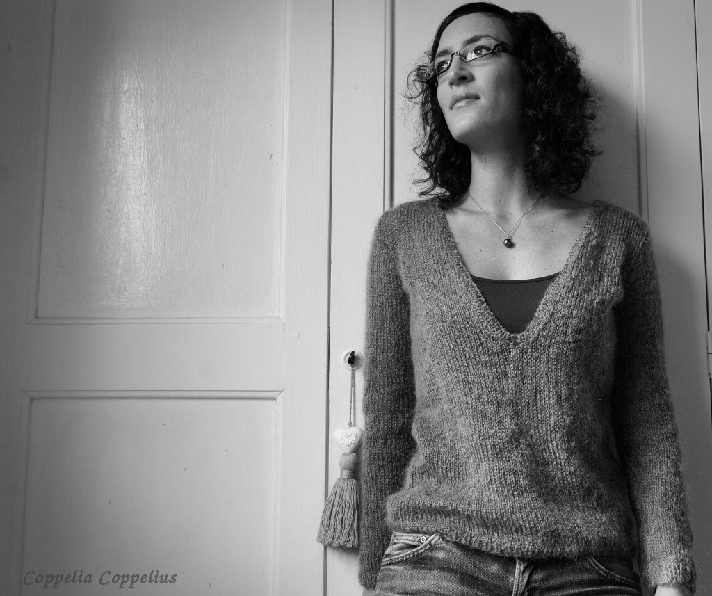 cd8f1a512e1c9 Illustration patron tricot pull col v femme