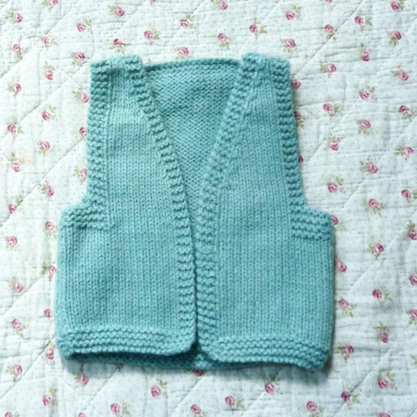 Photographie mod le tricot b b gilet sans manche - Tricot assembler les manches ...
